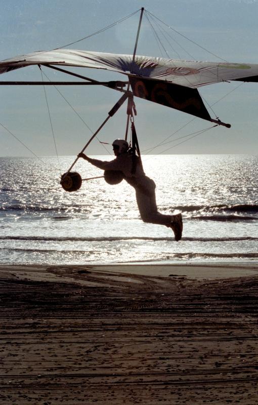 Dockweiler Beach hang Glider lessons re-started
